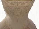 רקמה על שמלה