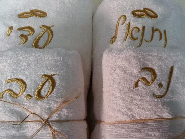 רקמה על מגבות לחתונה