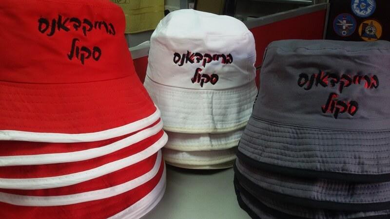 רקמה על כובעים ברייקדאנס