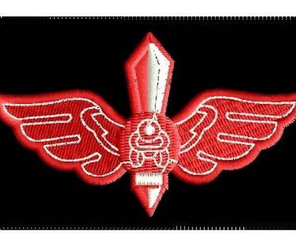 פא'ץ לבן אדום שחור