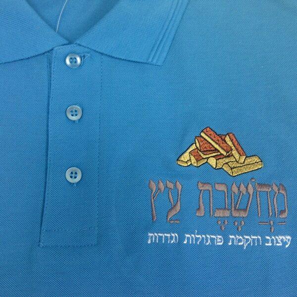 """קד""""מ ופרסום- רקמה על חולצה לחברת מחשבת עץ מקרוב"""