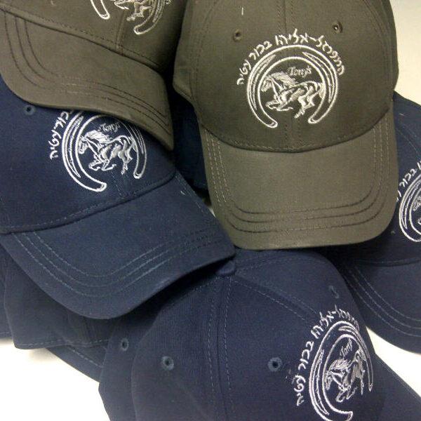 """קד""""מ ופרסום- רקמה על כובעים"""