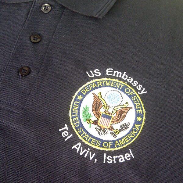 """קד""""מ ופרסום- רקמה על חולצה שגרירות ארהב"""