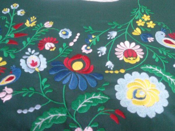 רקמה ממוחשבת פרחים וציפור