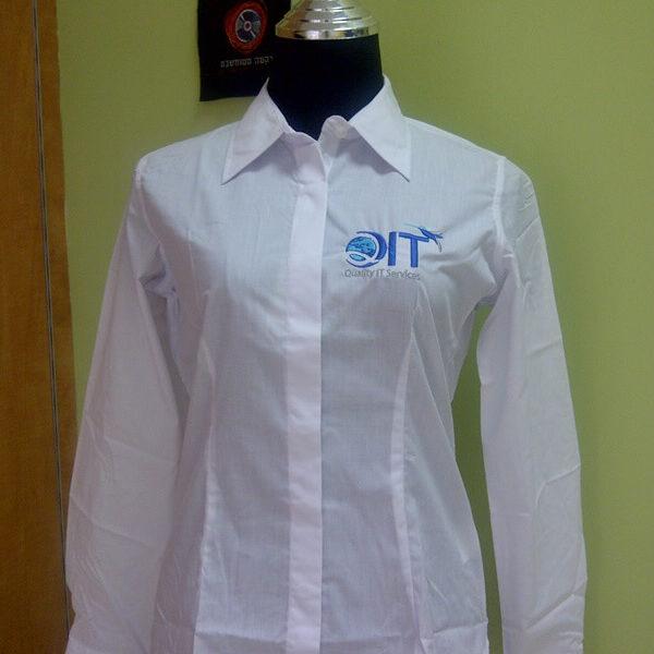 רקמה על חולצה מכופתרת שרוול ארוך