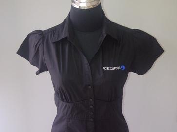 רקמה ממוחשבת על חולצה מעוצבת לנשים